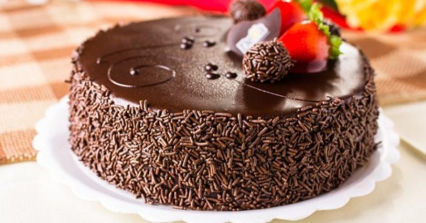 Decorare una torta al cioccolato cioccolato - Decorare una porta ...